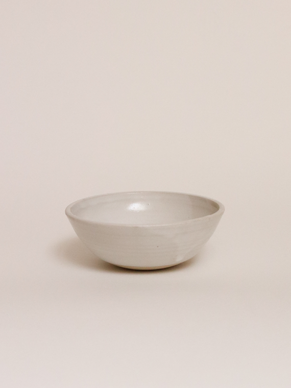 handmade ceramics bowls keramiek kantoor Milky glow single