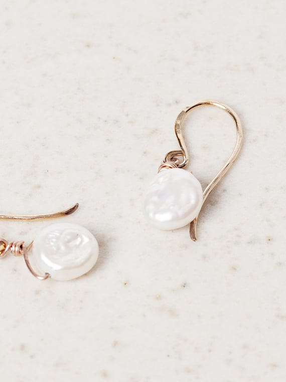 Medium White Keshi Pearls Parel van Karel Rolled Gold Product Shot Detail
