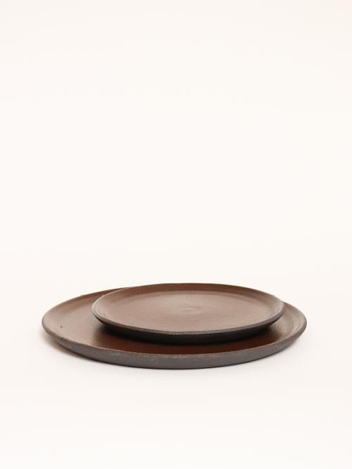 handmade ceramics plates keramiek kantoor brown