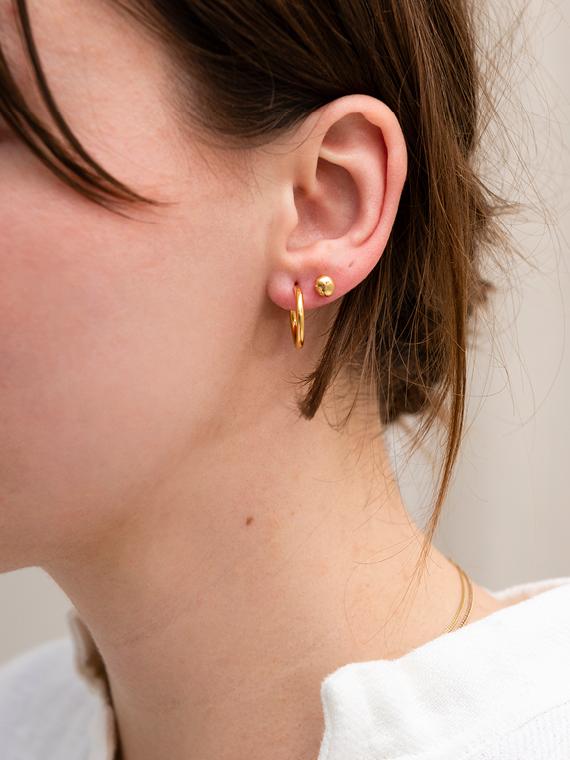 Handmade golden hoops Martine Viergever shop online earpin