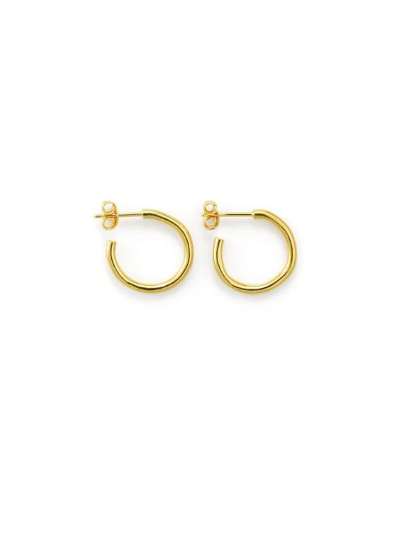 Handmade golden hoops Martine Viergever shop online packshot