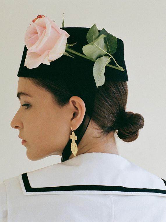 handmade earrings dos earrings après ski Porte dorée packshot model side 2