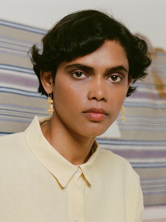 jour après ski shop online golden handmade earrings model front