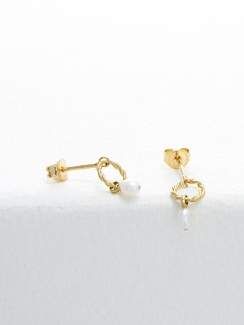 handmade earrings Nolda Vrielink amsterdam jewellery golden earrings white pearl