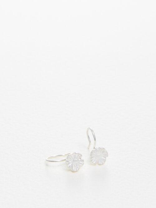 handmade earrings Nolda Vrielink amsterdam jewellery Poppy silver