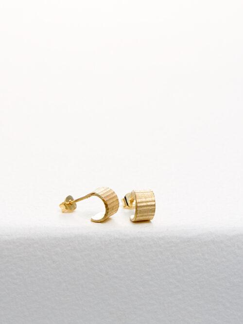 handmade earrings Nolda Vrielink amsterdam jewellery golden earrings