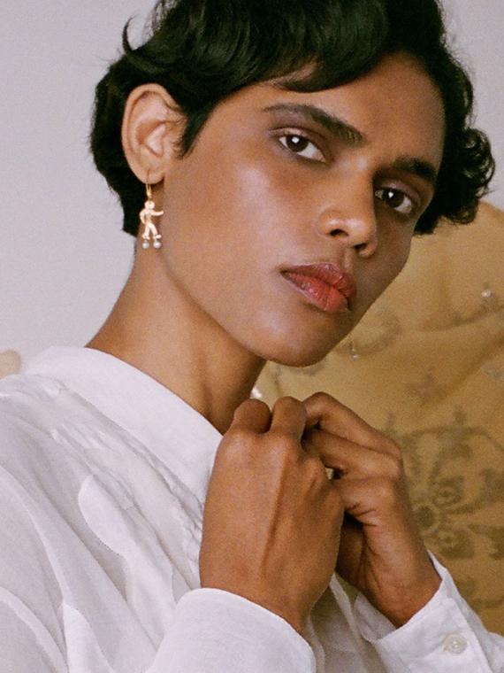 nubi après ski shop online golden handmade earrings model side