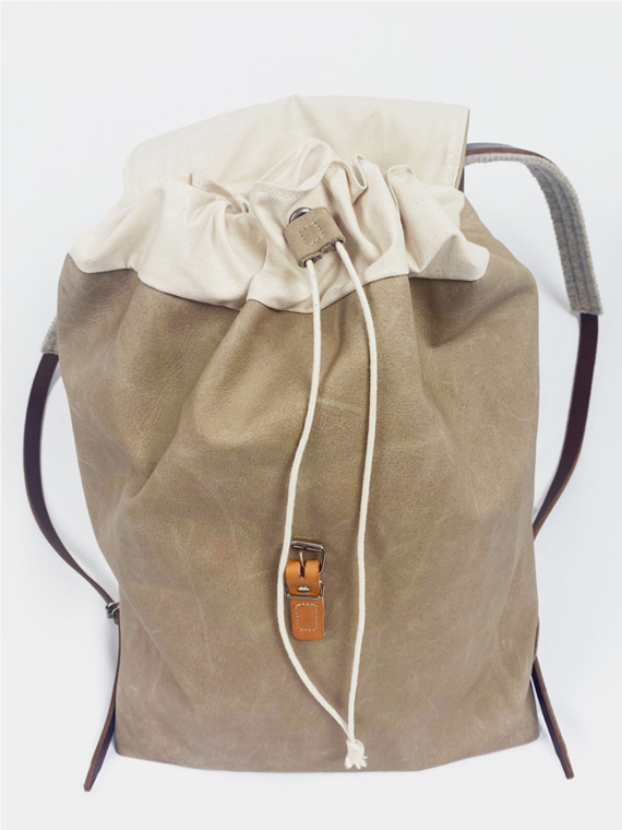 eco leather backpack made in amsterdam snekkerbuks taupe packshot closed